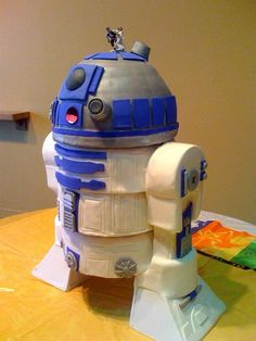 R2 D2 cake...this is cool!