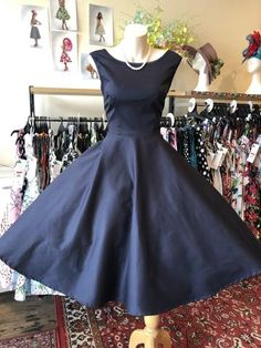 Races Fashion, Skirt Fashion, Fashion Outfits, 50s Style Skirts, Vintage Style Outfits, Vintage Fashion, Bow Belt, Pin Up, Bridesmaid