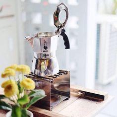 Dubbed the Crema King The Bialetti Brikka Stove Top Espresso maker! Shop Bialetti Link in Bio Day Shipping Espresso Drinks, Espresso Maker, Espresso Machine, Coffee Maker, Manual Coffee Grinder, Moka, Coffee Roasting, Aluminium Alloy, Brewing