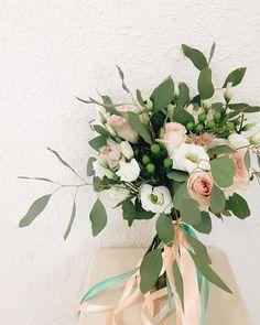 Наш третий вчерашний букетик много описания для него не нужно, правда? #мылюбимсвоюработу #пудровый #букетневесты #свадьба #нежность #wedart #weddingart #wedding_art_decor #bouquet #bridalbouquet #flowers #weddingflowers #populus #l4l #like4like #likeforlike #follow #followme #vsco #vscocam #vscoua #флористкиев #флористика #букет #букеткиев #свадьбакиев #floral #мы_женим_людей