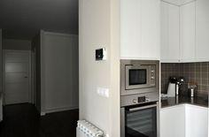 Corredores e halls de entrada  por Casas Cube Kitchen Cabinets, Kitchen Appliances, Construction, Wall Oven, French Door Refrigerator, French Doors, Architecture, Inspiration, Home Decor