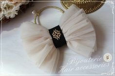 チュールリボンヘアゴム(アイボリー) 2x Tulle Hair Bows, Lace Bows, Diy Hair Accessories, Handmade Accessories, Bow Hair Clips, Hair Ties, Making Hair Bows, Diy Ribbon, Diy Hairstyles