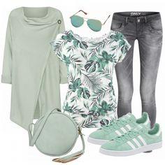 Süßer Freizeitlook in Grün aus Strickjacke, weißem Shirt mit Print und Adidas Sneakern... #mode #damenmode #frauenmode #damenkleidung #frauenkleidung #kleidung #trend2018 #modetrend #inspiratio #inspo #fashion #fashionista