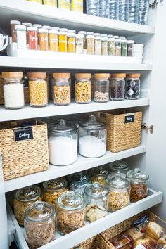 New kitchen pantry organization dollar tree signs ideas Kitchen Organization Pantry, Home Organisation, Organized Pantry, Pantry Ideas, Organization Hacks, Organization Ideas For The Home, Open Pantry, Kitchen Shelves, Closet Ideas