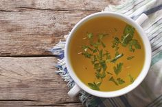 Soup recipes are a healthy eater's best friend. Here are 25 recipes from chicken soup and chili to potato soup and bone broth. Check out these soup recipes! Chicken Bone Broth Recipe, Beef Bone Broth, Bone Broth Diet Plan, Chicken Bones, Beef Bones, Bone Broth Benefits, Healing Soup, Healing Power, Homemade Bone Broth