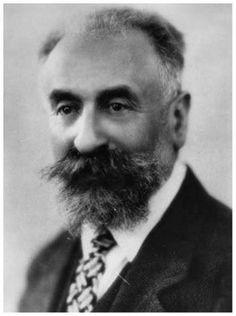 Marcel Mauss (1872-1950) o lidském těle - tělesné úkony nepředstavují nic přirozeného. Způsob držení těla, chození, spaní, běhání nebo plavání jsou společensky podmíněné.