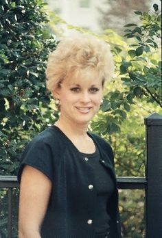 Lorrie Morgan, Short Hairstyle, Country Singers, Carrie Underwood, Celebrities, Photography, Hairstyle Short, Short Hairstyles, Celebs