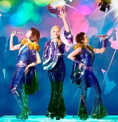 Dancing Queen Lyrics and Video Performance by ABBA Costume Année 70, Disco Costume, Halloween Costumes, Costume Ideas, Halloween Ideas, Mamma Mia, Meryl Streep, High School Musical, Dancing Queen Lyrics