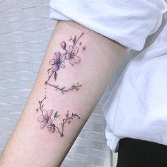 Cute Ankle Tattoos, Cute Tattoos For Women, Arm Tattoos For Guys, Awesome Tattoos, Aquarius Constellation Tattoo, Aquarius Tattoo, Aquarius Zodiac, Tattoos Arm Frau Klein, Mini Tattoos
