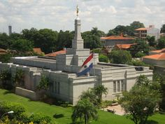 Photos of temple from around the world of The Church of Jesus Christ of Latter-day Saints (also LDS Church or Mormon Church) Mormon Temples, Lds Temples, Beautiful World, Beautiful Places, Angel Moroni, Trinidad, Temple Pictures, Lds Art, Cities
