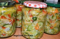 Sałatka na zimę z kapustą i ogórkami - wielowarzywna Polish Recipes, Preserving Food, Fresh Rolls, Preserves, Pickles, Cucumber, Salads, Frozen, Food And Drink