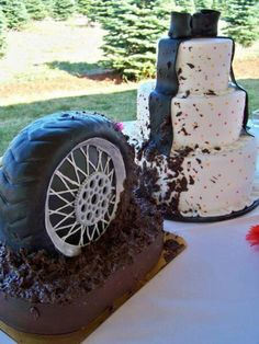 Groom's Cake (Too cute! Tire Spinning Mud on the Wedding Cake.unless that's part of the Groom's Cake) Redneck Wedding Cakes, Themed Wedding Cakes, Unique Wedding Cakes, Wedding Cake Designs, Unique Weddings, Cake Wedding, Redneck Weddings, Redneck Cakes, Whimsical Wedding