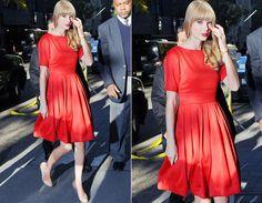Vermelho, amarelo ou azul: qual vestido de Taylor Swift é seu preferido? - Radar Fashion - CAPRICHO