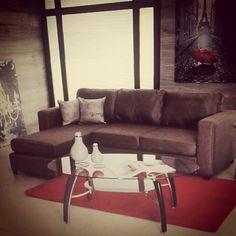 Todo un espacio para descansar #muebles #design #interiores #interiorista #sala/#morado #accesorios