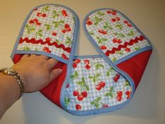 Discussion on LiveInternet - Russian Service Online Diaries Quilting For Beginners, Quilting Tips, Quilting Designs, Diy Phone Bag, Kitchen Towels Hanging, Christmas Crafts Sewing, Mug Rug Patterns, Hand Sewing Projects, Kids Tents