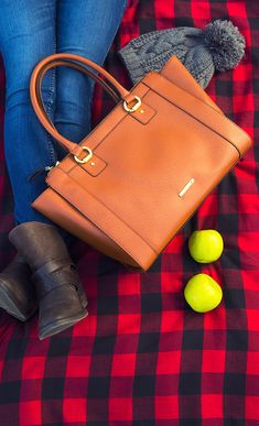My Liz Claiborne maple Windsor tote bag is the perfect companion to my fall adventures
