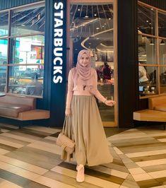 Hijab Casual, Ootd Hijab, Hijab Chic, Hijab Dress, Muslim Women Fashion, Modest Fashion, Skirt Fashion, Fashion Dresses, Islamic Fashion