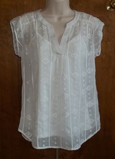 Stitch fix Love this shirt please send! Daniel Rainn Nelly Embroidered V-Neck Top. This has a sheer embroidered outer layer with a built in cami. Stitch Fit, Stitch Fix Fall, Casual Outfits, Cute Outfits, Fashion Outfits, Sewing Blouses, Full Figure Fashion, Stitch Fix Outfits, Stitch Fix Stylist