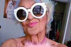 Селфи признали одной из причин старения кожи: События: Из жизни: Lenta.ru