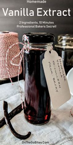 Homemade vanilla extract recipe is easy, only 2 ingredients and 10 minutes. Add 8 weeks and you have a professional bakers secret. DIY vanilla extract is pure and much stronger than any store-bought single fold vanilla extract, even the top name brands. Homemade Spices, Homemade Gifts, Homemade Recipe, Snacks Homemade, Diy Snacks, Moussaka, Fall Desserts, Dessert Recipes, Picnic Recipes