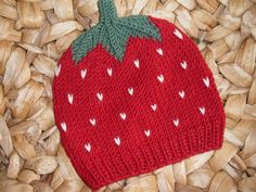Knitted strawberry baby hat pattern Baby Hat Knitting Patterns Free, Hat Patterns To Sew, Baby Hats Knitting, Loom Knitting, Knitting Ideas, Childrens Crochet Hats, Knitted Hats Kids, Strawberry Baby, Love Crochet