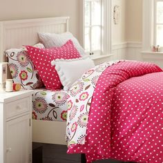 Whether your style is simple or bold, Pottery Barn Teen's girls duvet covers will let your personality show. Find bold colored and printed duvet covers for twin, full, queen and king beds. Cute Bedding, Teen Bedding, Bedding Sets, Girls Duvet Covers, Twin Size Duvet Covers, Bed Covers, Teen Girl Bedrooms, Big Girl Rooms, Teen Bedroom