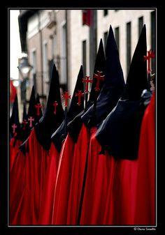 Diez cruces Cofrades de la Preciosísima Sangre en la procesión del Jueves Santo por la tarde. Valladolid  Spain