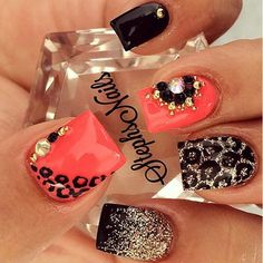 Having short nails is extremely practical. The problem is so many nail art and manicure designs that you'll find online Fancy Nails, Love Nails, How To Do Nails, My Nails, Fabulous Nails, Gorgeous Nails, Pretty Nails, Black Gel Nails, Gold Nail