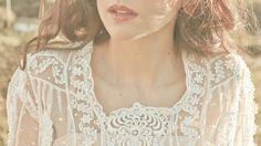 Vestido vintage en tul bordado con aplicaciones florales de Guipure, de L'ARCA.