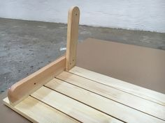 BATIKO ist die Gartentisch-Gartenbank-Kombination aus Naturholz geölt - Gartenmöbel mit Pfiff Folding Picnic Table Bench, Diy Picnic Table, Picnic Table Plans, Wooden Bench Plans, Serra Circular, Woodworking Projects Diy, Lanterns, Projects To Try, How To Plan