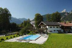 In herrlich gelegenen Schönau am Königssee liegt der Landhof Egglerlehen - ein wunderbarer Landhof zum Erholen. Landluft schnuppern mit dem #blauengockel