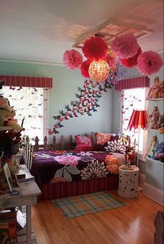 Gorgeous room. Love the butterflies!!