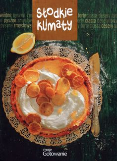 Słodkie klimaty to zbiór wybranych, najlepszych przepisów z magazynu Moje gotowanie. <br /> <br /> W bogato ilustrowanej książce proponujemy zarówno ciasta na zwykły podwieczorek, jak i wypieki na uroczyste okazje oraz święta. Są w niej przepisy na słodkości tańsze i droższe, proste i wyszukane – ucierane babki, kruche tarty, ciasta biszkoptowe, serniki… Wszystkie bardzo kuszące. Z pewnością każdy znajdzie tu coś dla siebie.