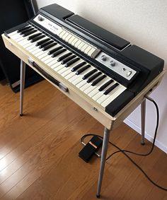 1960年代末にTOPシリーズ第2段として発売されたTOP-5/TOP-7/TOP-8のミドルクラスモデルTOP-7です。TOP-5のキュートなコンパクト... Music Store, Musical Instruments, Piano, Retro, Keyboard, Music Instruments, Instruments, Pianos