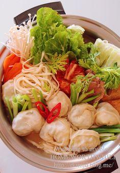 만두전골 황금레시피 : 네이버 블로그 Cabbage, Vegetables, Food, Food Food, Essen, Cabbages, Vegetable Recipes, Meals, Yemek