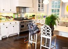 Exceptionnel Aerin Lauder Kitchen   I Like The Faux Cabinet Legs.