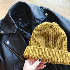Easy Knit Hat, Easy Knitting, Knitting Patterns Free, Knitting Yarn, Knit Patterns, Free Pattern, Charity Knitting, Knit Beanie Pattern, Headband Pattern