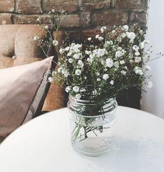 Découverte – Creuseuse de Trésors - Discovery | PROJET PASTEL Glass Vase, Pastel, Table Decorations, Flowers, Home Decor, Cake, Decoration Home, Room Decor, Royal Icing Flowers