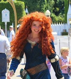 Princess Merida is the protagonist of Disney/Pixar's 2012 animated feature film, Brave. She is a Scottish princess and the daughter of Queen Eleanor and King Fergus. Merida is the eleventh official Disney Princess and the first to originate from Pixar. Merida Cosplay, Disney Cosplay, Merida Costume, Brave Costume, Disney Princess Cosplay, Disneyland Princess, Disney Costumes, Movie Costumes, Disney Pixar