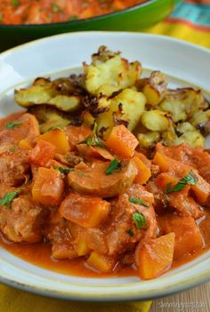 Serve this delicious creamy pork casserole with my Crushed Roast Potatoes or for an original/SP day served with some sauteed brussels, cabbage or cauli rice for a complete meal. This recipe is Gluten Free, Slimming World (SP), and Weight Watchers friendly Slimming World Recipes Extra Easy, Slow Cooker Slimming World, Slimming World Dinners, Slimming Eats, Slimming Recipes, Healthy Eating Recipes, Diet Recipes, Healthy Food, Recipies