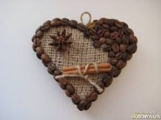 магнит сердечко из кофе - Поиск в Google Coffee Bean Art, Coffee Beans, Crafts To Make And Sell, Diy And Crafts, Christmas Crafts, Christmas Decorations, Bone Crafts, Coffee Crafts, Handmade Crafts
