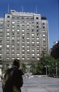 https://flic.kr/p/JUcBme   El Hotel Carrera, Plaza de la Constitución, Santiago, Chile, 1963, coleccion de Ryan Stansifer