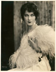 Fay Wray // AKA Cecil Blount DeMille Born: Birthplace: Ashfield, MA Died: Location of death: Hollywood, CA Cause of death: Heart Failure (Source: Glamour Vintage, Vintage Beauty, Vintage Ladies, 1920s Glamour, Golden Age Of Hollywood, Vintage Hollywood, Hollywood Glamour, Hollywood Stars, Vintage Photographs