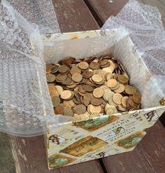 Münzen in einer schönen Geschenkbox