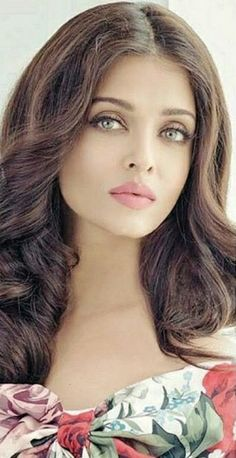 - holy shit - marvelous - Aishwarya Damn she's beautiful. Those eyes, lips and that hair! Most Beautiful Faces, Beautiful Lips, Gorgeous Women, Beautiful People, Beautiful Indian Actress, Beautiful Actresses, Bollywood Stars, Actress Aishwarya Rai, Provocateur