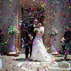 Coriandoli e stelle filanti colorate per matrimoni