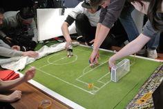 Am Set: Es sieht so einfach aus ... #PaperShot #Fingerfußball