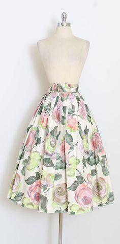 ➳ vintage 1950s skirt * beautiful rose print skirt * brushed cotton * matching belt * metal zipper * by Osgood Sportswear condition | excellent fits like xs length 31 waist 24 1.5 waist allowance at button 1.5 hem allowance ➳ shop http://www.etsy.com/shop/millstreetvintage?ref=si_shop ➳ shop policies http://www.etsy.com/shop/millstreetvintage/policy twitter | MillStVintage facebook | millstreetvintage instagram | millstreetvintage 5990...