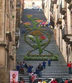 142 ceramic steps become a mosaic once a year.