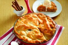 Easy Skillet Apple Pie - Try apple pie with a twist! This easy skillet apple pie recipe only uses one dish (a skillet!) so you can enjoy dessert instead of worrying about cleanup. Apple Pie Crust, Making Apple Pie, Apple Recipes Easy, Skillet, Food Hacks, Sweet Treats, Baking, Pastries, Apples